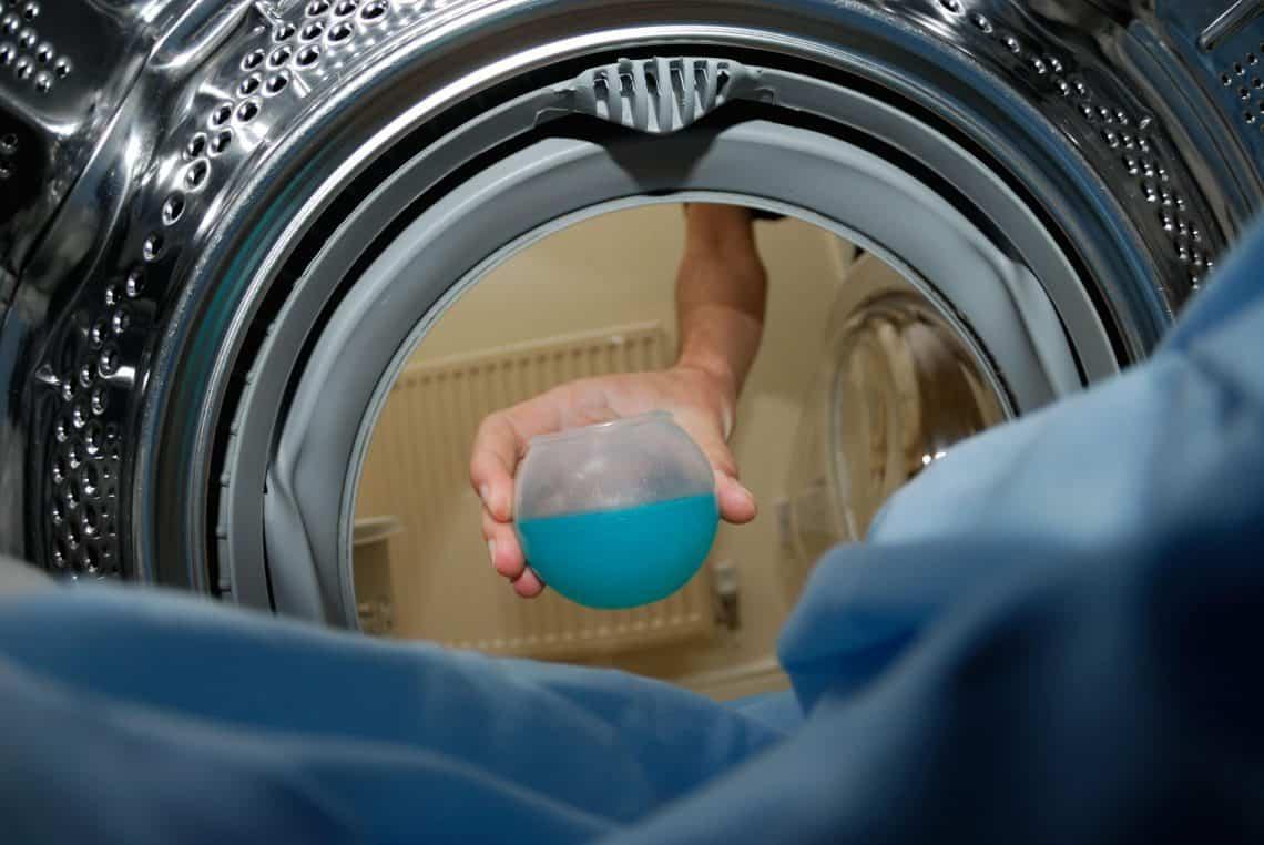 Как правильно стирать пуховые куртки в машинке