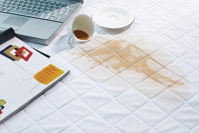 Пятно от разлитого кофе