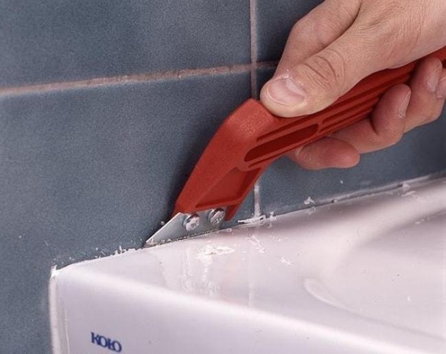 Как очистить силиконовые швы в ванной