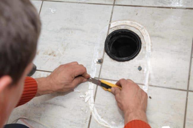 Механический способ удаления засохших силиконовых пятен