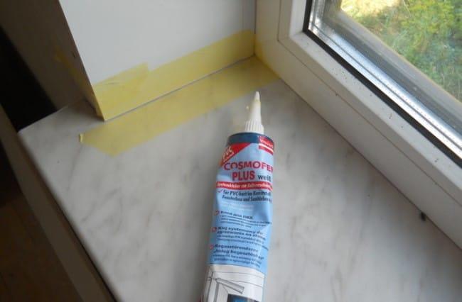 Применение защитной пленки перед нанесением силикона избавить от нежелательных пятен на пластике