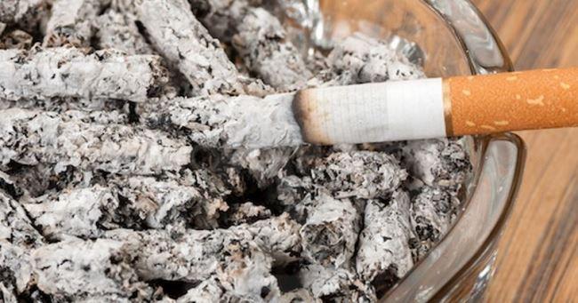 Сигаретный пепел для выведения татуировок хной