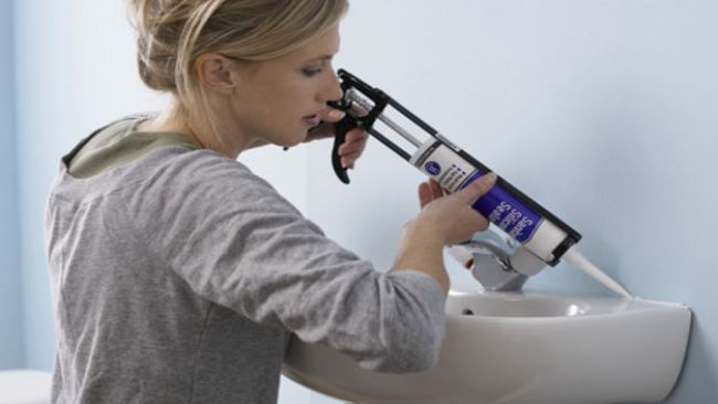 Как убрать силиконовый герметик или клей с одежды