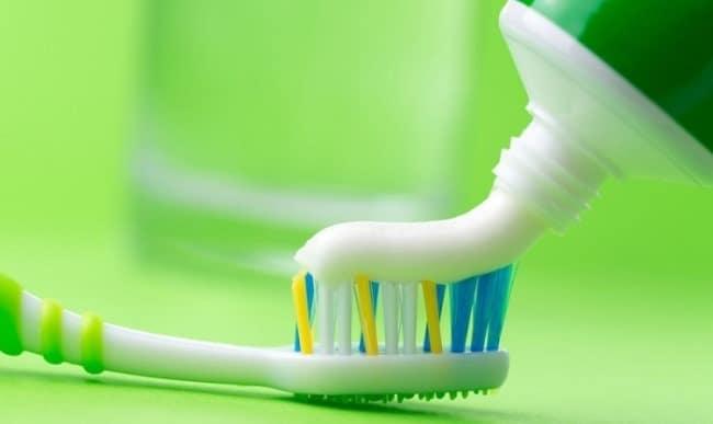 Зубная паста подходит даже для очистки никелированной посуды