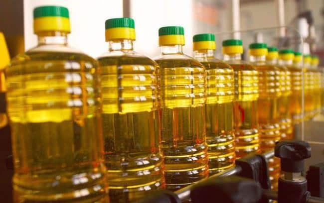 Подсолнечное масло прекрасно справляется со следами краски