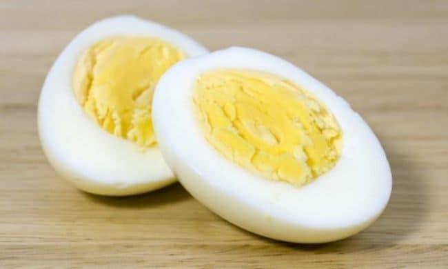 Обычное яйцо очистит ваши обои от ручки