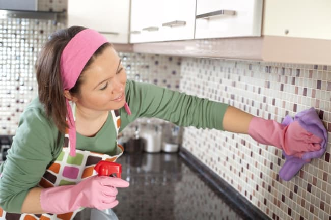 Как отчистить жир со стен на кухне