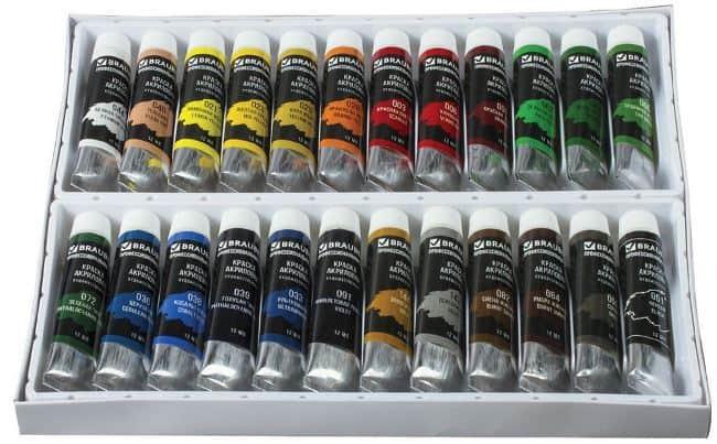 Отмыть свежую краску с любой одежды можно большим количеством проточной холодной воды