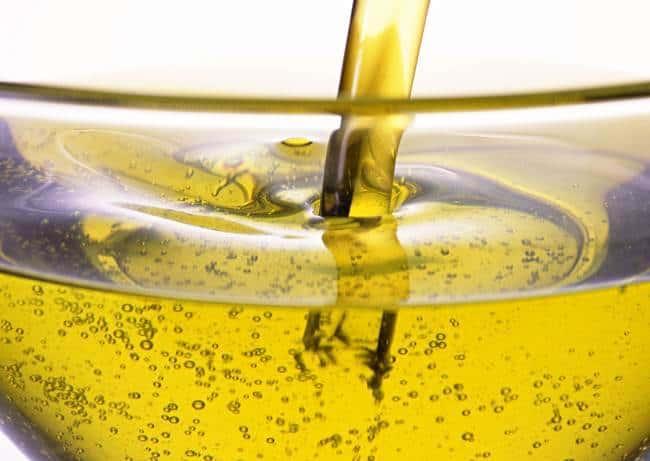 Растительное масло оставляет жирные пятна на деревянных вставках