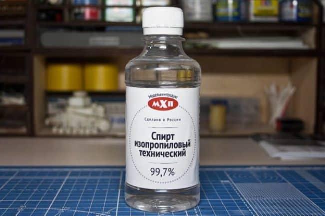 Изопропиловый спирт продается в строительных магазинах
