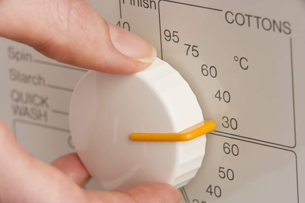 30-40 градусов - идеальная температура для стирки обуви