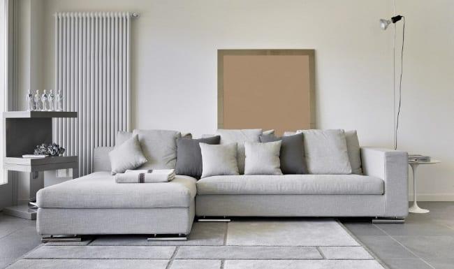 Сохранение светлой обшивки дивана