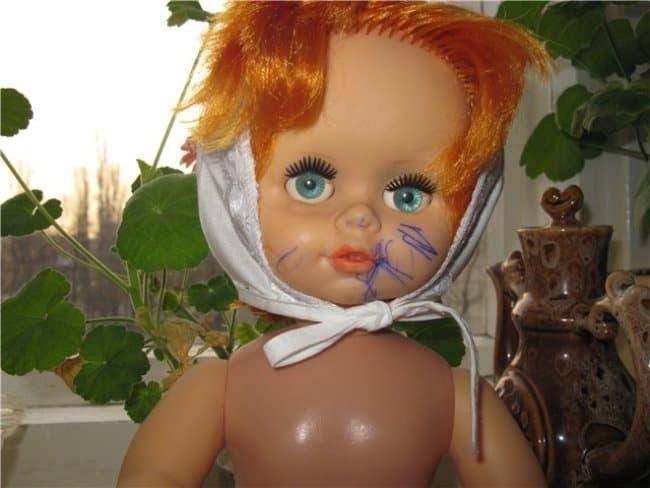 Мнет титьки фото резиновой куклы соблазнительной юбочке