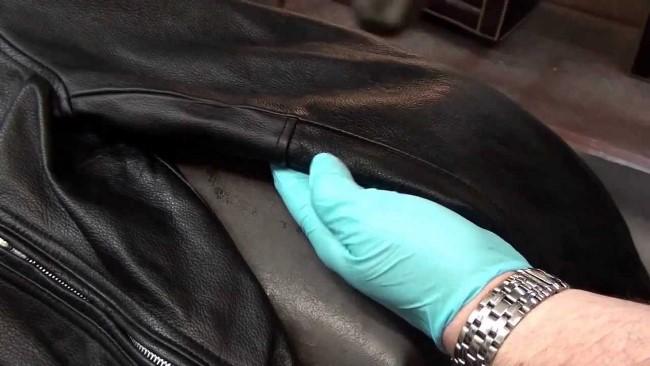 Чистим от пятен кожаную одежду