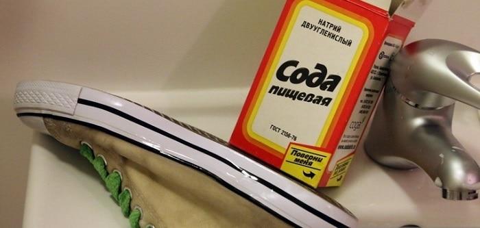 Даже обычная сода способна справиться с большинством загрязнений на обуви