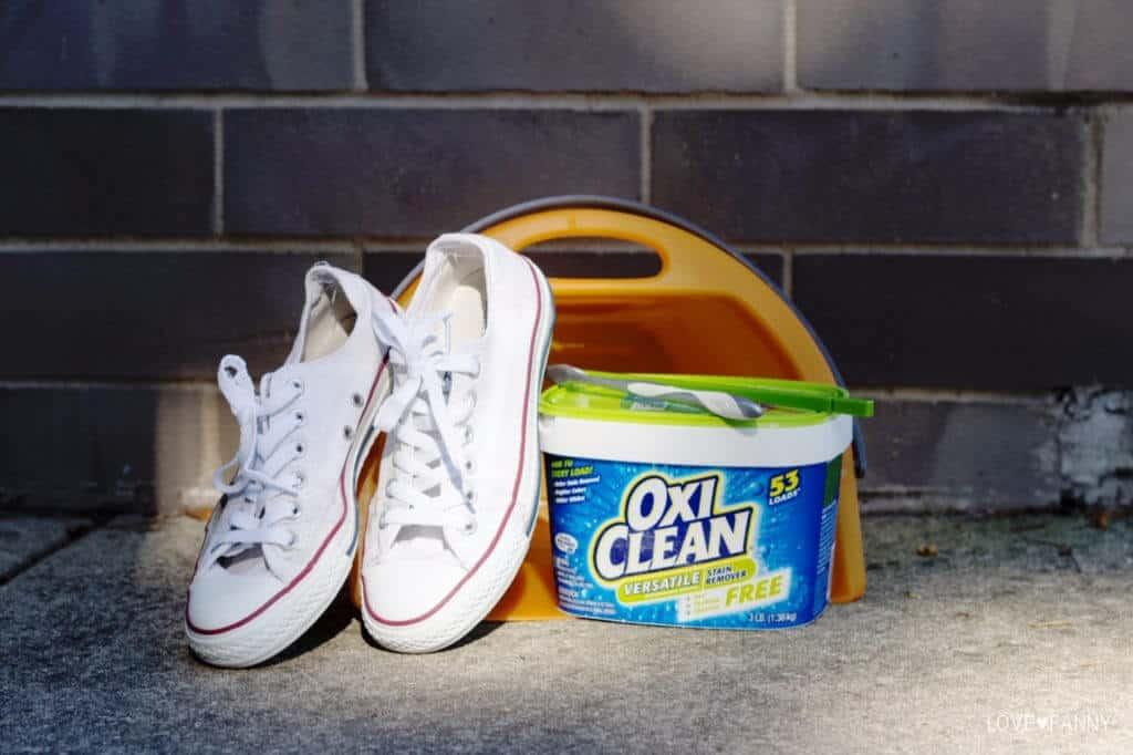Для белых кроссовок подойдут классические и кислородные отбеливатели