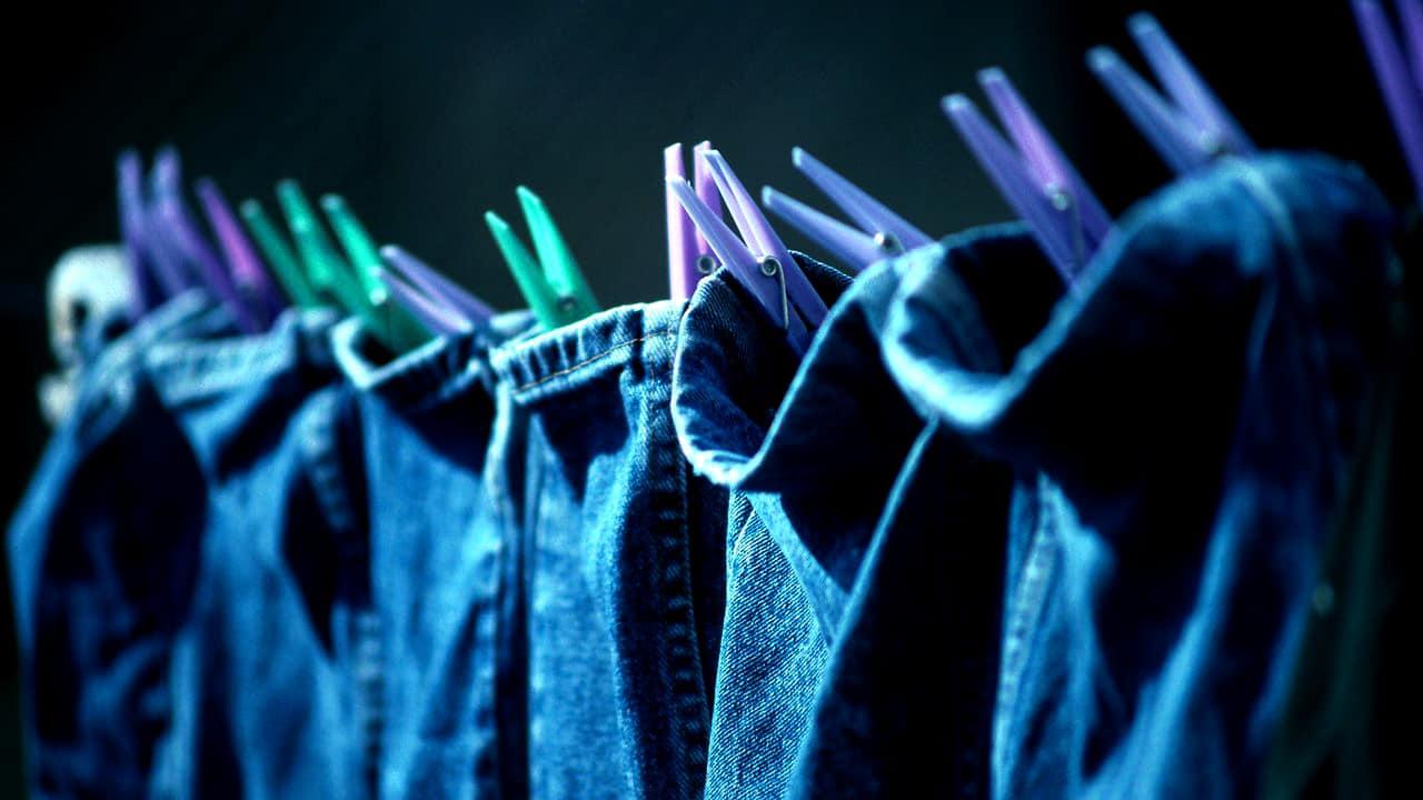 Полоскание и сушка джинсов влияют на результат стирки