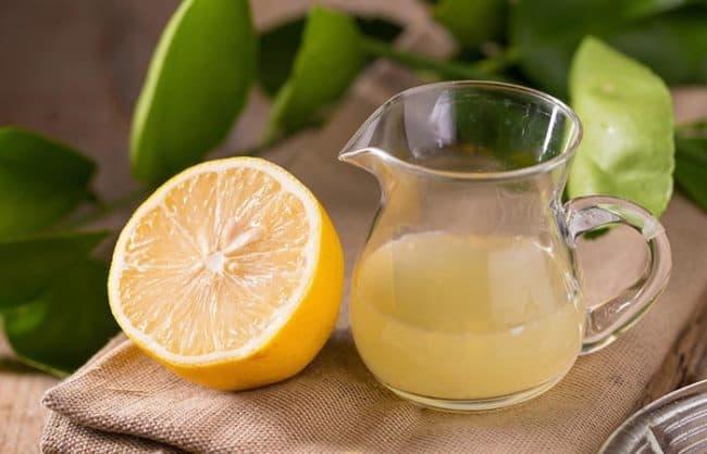 Сок лимона уберет не желаемые пятна травы
