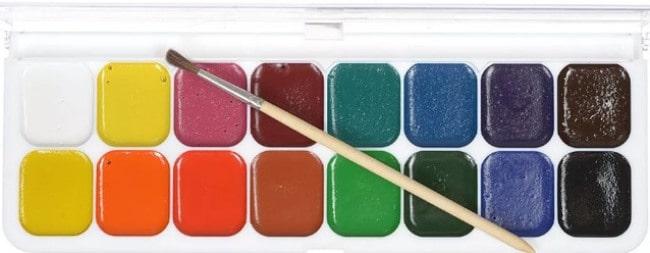 Детские краски активно впитываются в материал, на которые попадают