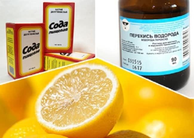 Смесь из соды, лимона и перекиси не только выведет пятно, но и сохранит белоснежность одежды