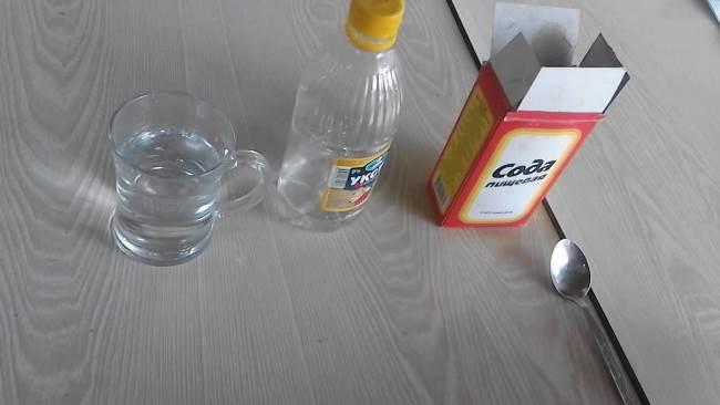 Чистка содой с уксусом