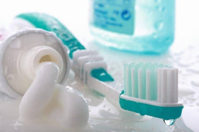 Убираем загрязнения зубной пастой