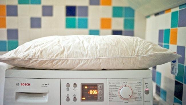 Чтобы постирать подушку, выбирайте деликатную программу