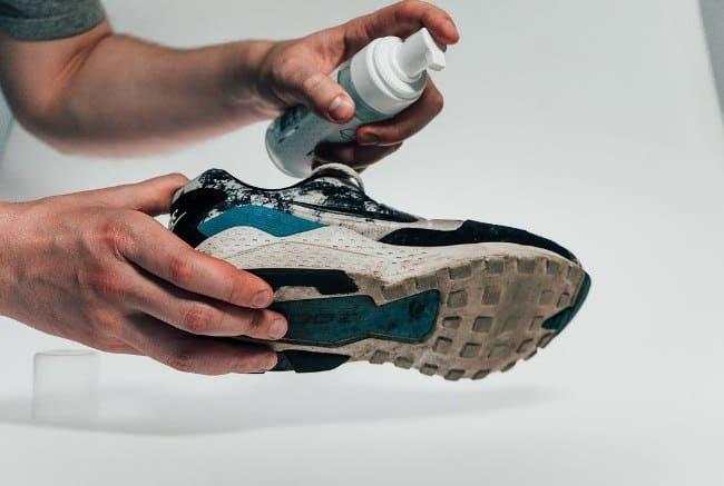 Специальные средства помогут подошве на обуви оставаться белой очень долгое время