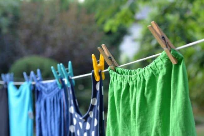 Что бы до конца избавиться от неприятного запаха, одежду следует проветрить