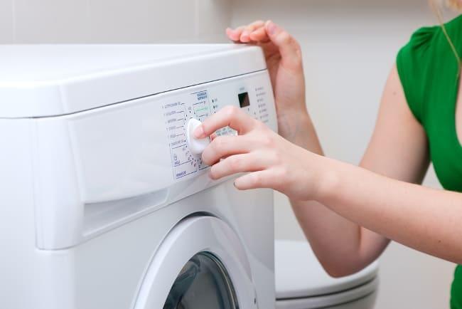 Чтобы одежда растянулась прежде ее нужно постирать в холодной воде