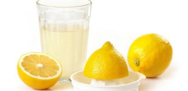 Лимонный сок поможет осветлить вещь