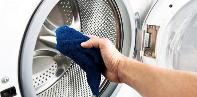 Насухо вытирайте машинку после стирки