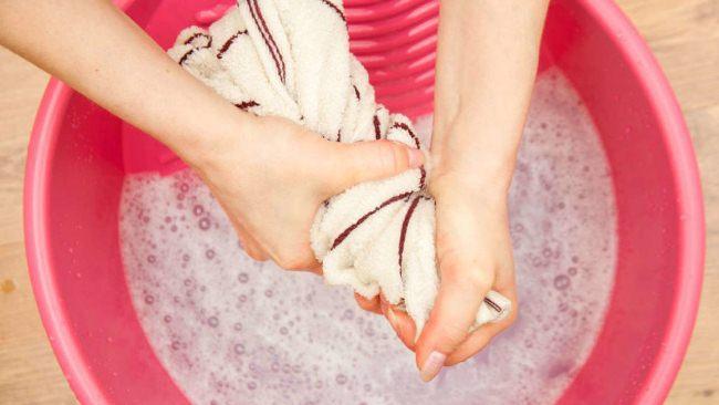 Натуральные ткани стирайте средством не содержащим щелочь