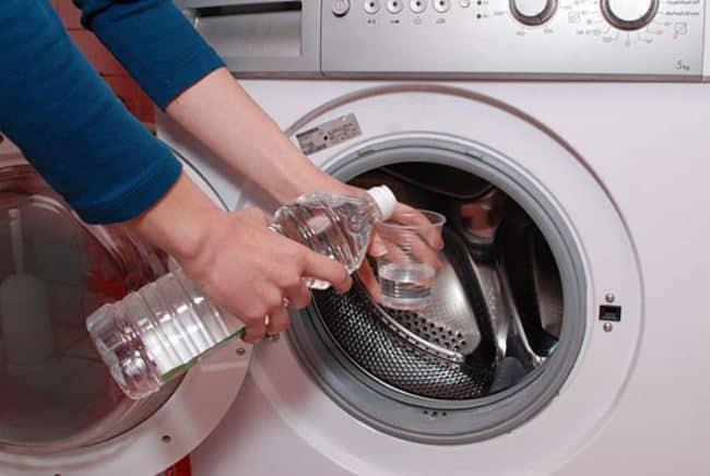 После использования данного метода не забудьте вновь включить машинку чтобы смыть остатки средства