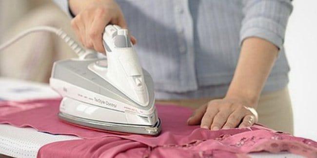 Шелк лучше гладить еще слегка влажным