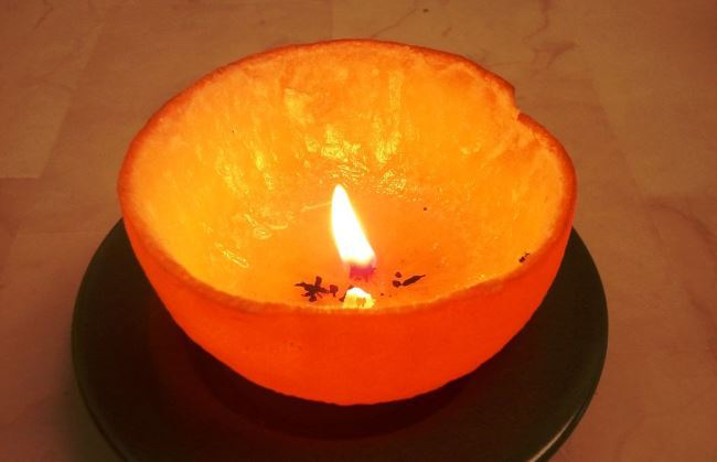 Ароматная свеча из апельсина