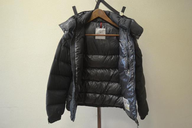 Чтобы не испортить наполнитель, сушите куртку на плечиках