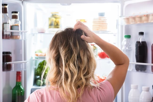 Долго открытый холодильник, покроется льдом быстрее
