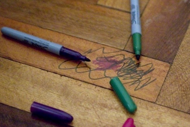 Как очистить линолеум от маркера