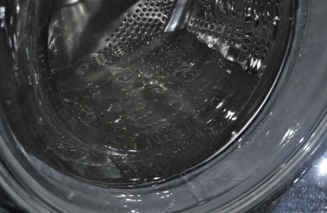 Не до конца откаченная вода, причина плохого запаха