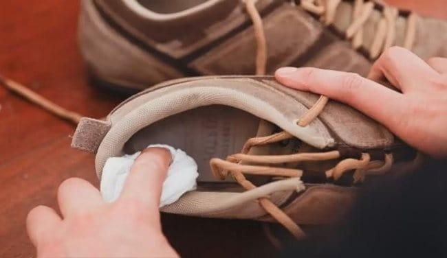 Обувь можно постирать или использовать специальные дезодоранты