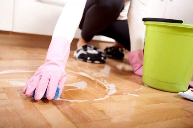Отмываем клей мылом