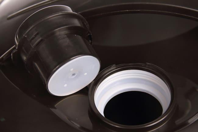 Паровой клапан можно промыть под струей воды