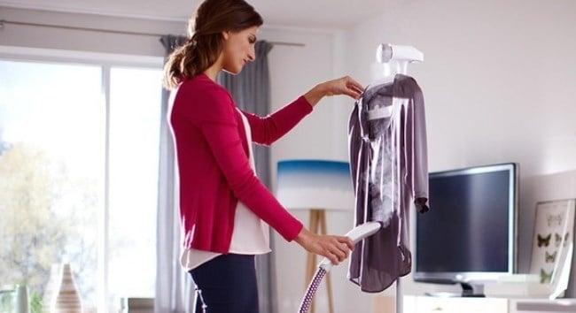 При отпаривании одежды в воду добавьте несколько капель эфирного масла