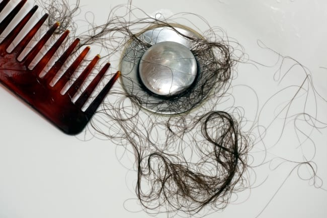 Чаще всего слив засоряется волосами
