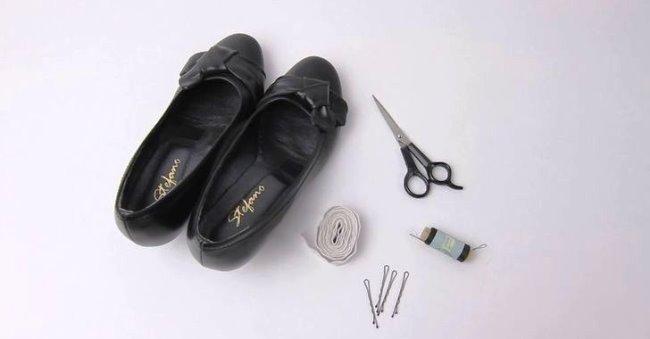Чтобы при ходьбе нога не выскальзывала, пришейте кусочек резинки