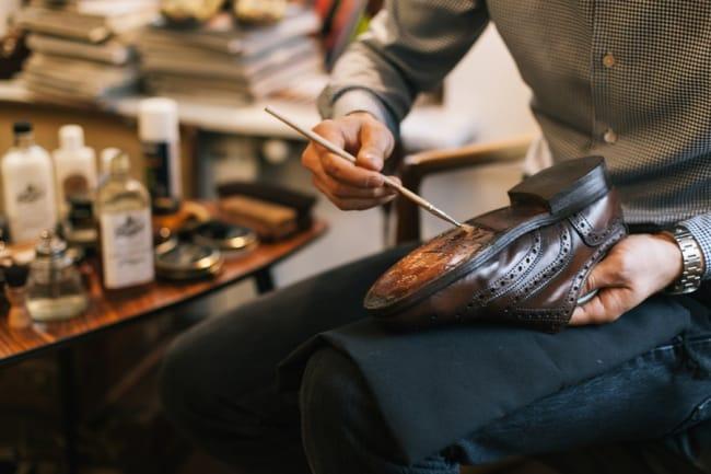 Если вы боитесь испортить обувь, отдайте ее в мастерскую