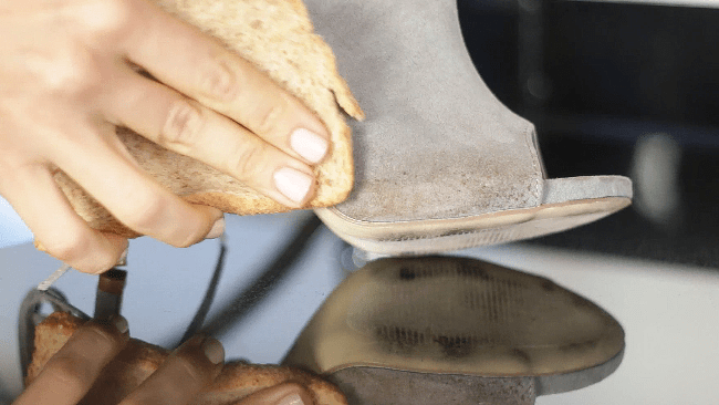 Хлеб с легкостью убирает загрязнения