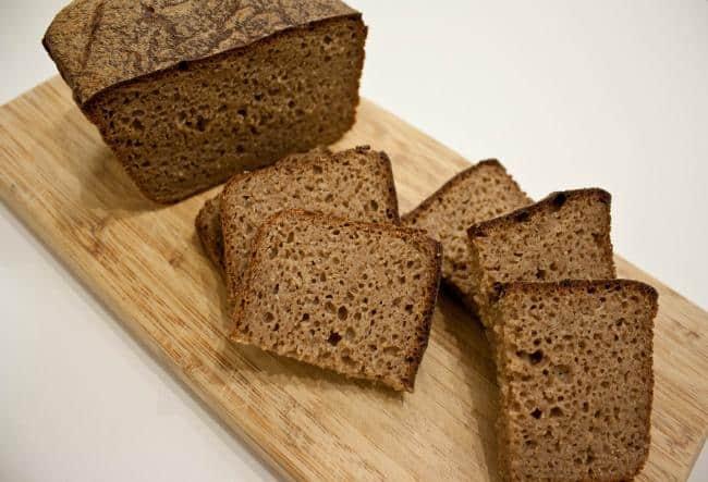 Хлебный мякиш самый дешевый поглотитель неприятного запаха