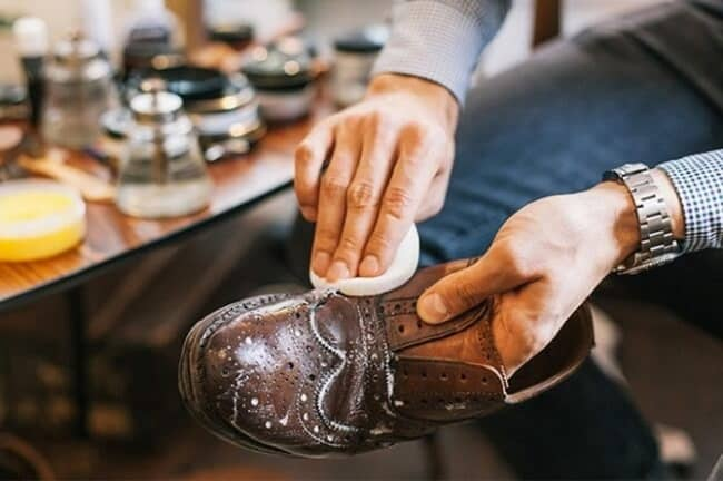 Летом обувь очищайте мыльным раствором